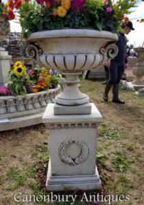Gran urna de jardín de Chesterblade en Plinth Classic Campana