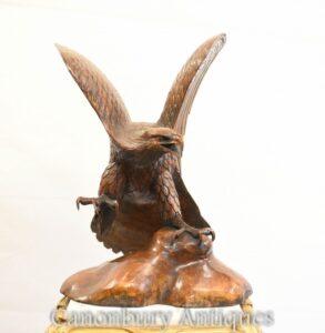 Estatua de águila real americana tallada a mano Arte de aves de presa