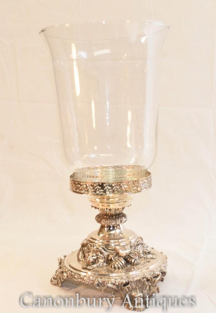 Pareja de jarrones de cristal plateado de George III con base de león